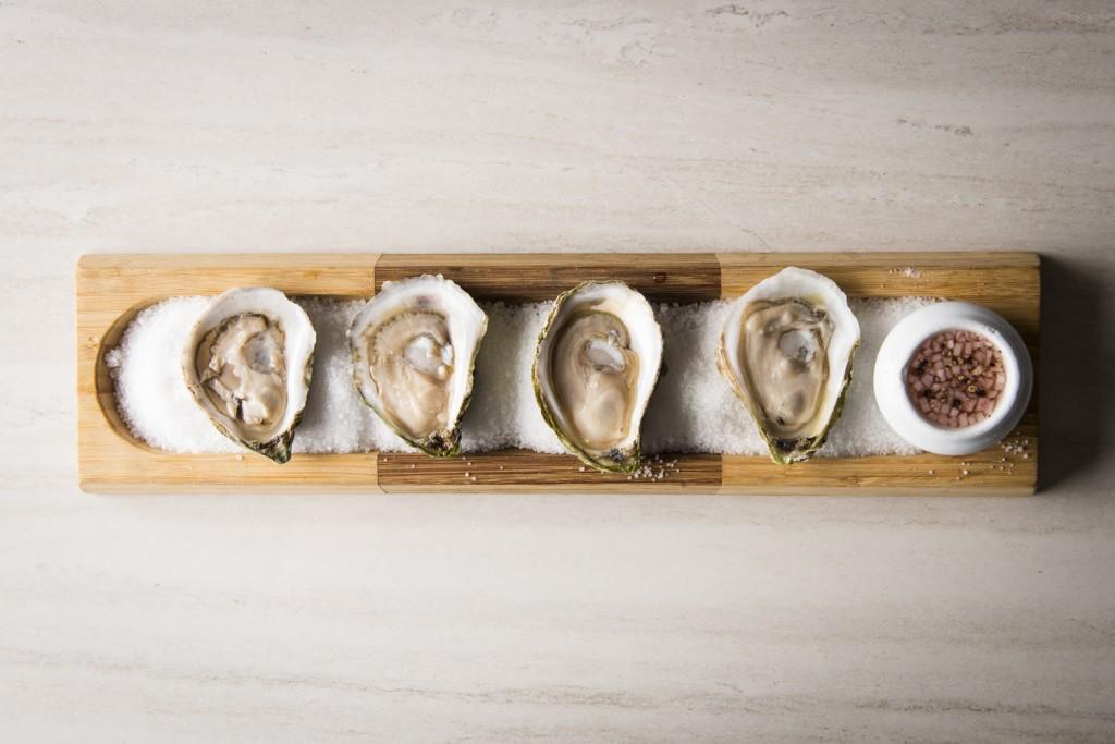 Huîtres fraîches avec mignonette au cidre pétillant